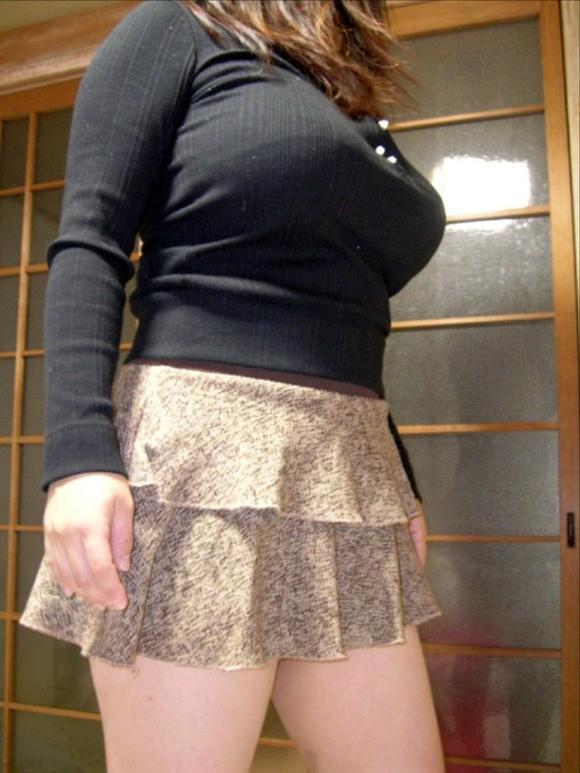 【着胸エロ画像】ちゃんと堪らない乳袋している着衣のおっぱい!(;・∀・)
