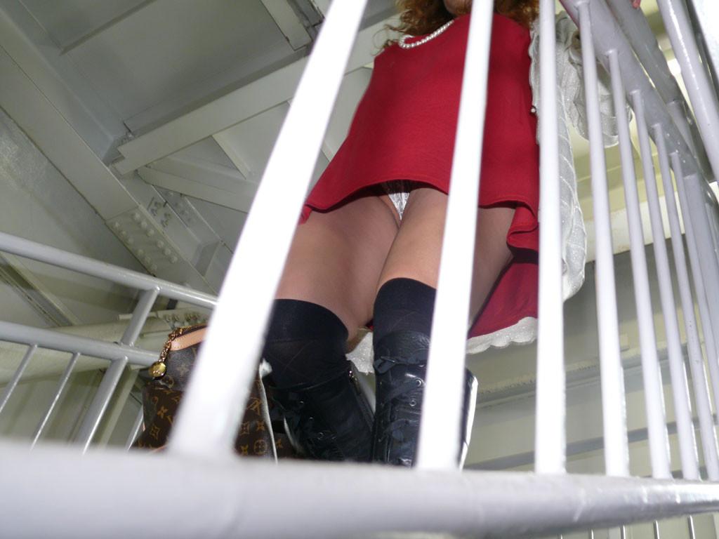 【パンチラエロ画像】清潔の証、純白の下着を履いた人達のパンチラ!(;´∀`)