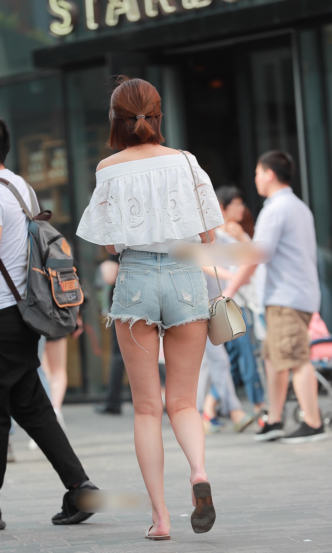 【着尻エロ画像】尻肉がハミ出しているのがホットパンツの様式美!(;^ω^)