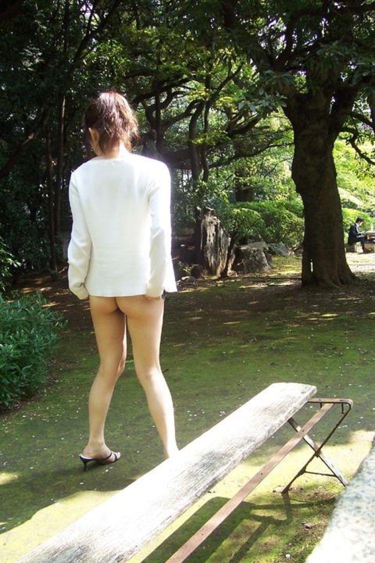 【露出エロ画像】夏だからプレイ回数も多くなるだろう露出痴女たち(;・∀・)