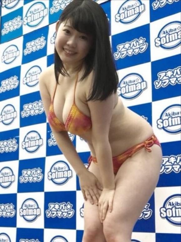 バスト98cmJカップの新人グラドルの伊川愛梨(19)