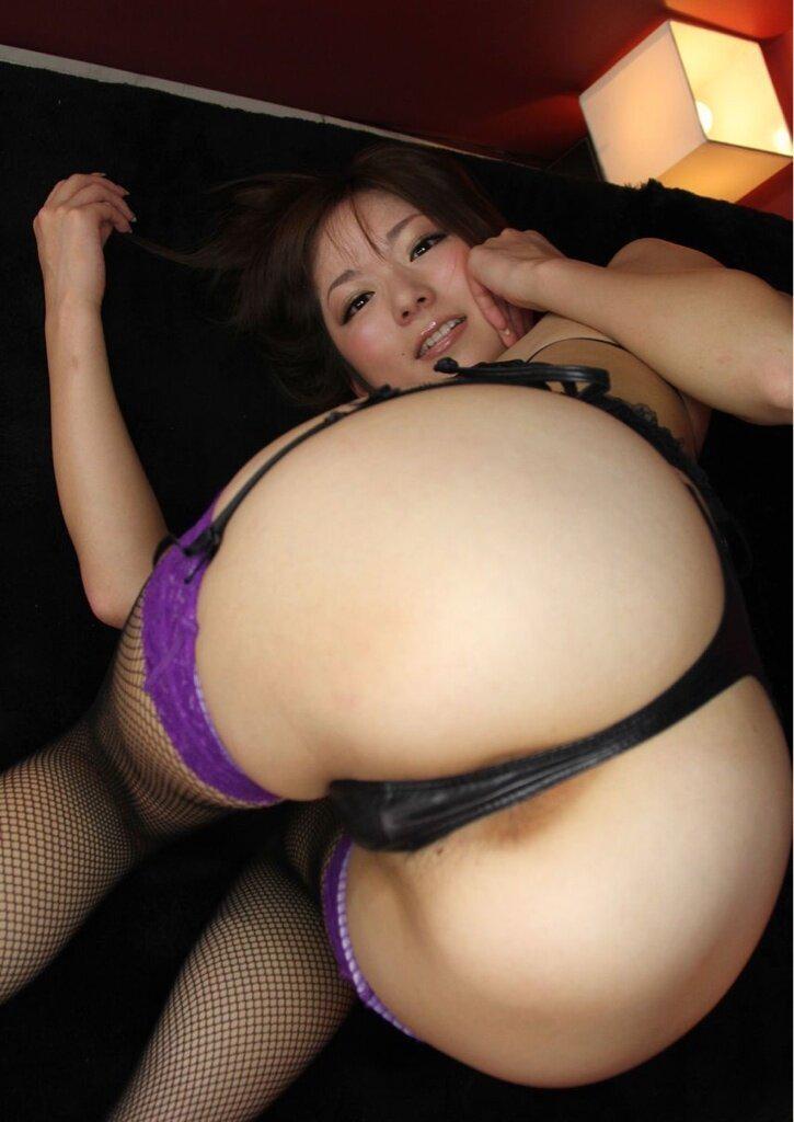 【美尻エロ画像】Tバック超似合ってる側に置きたい生美尻!(;´Д`)