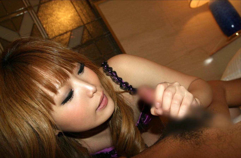 【手コキエロ画像】自分でも出来るけどやっぱり違う女子のシコシコ(;´Д`)