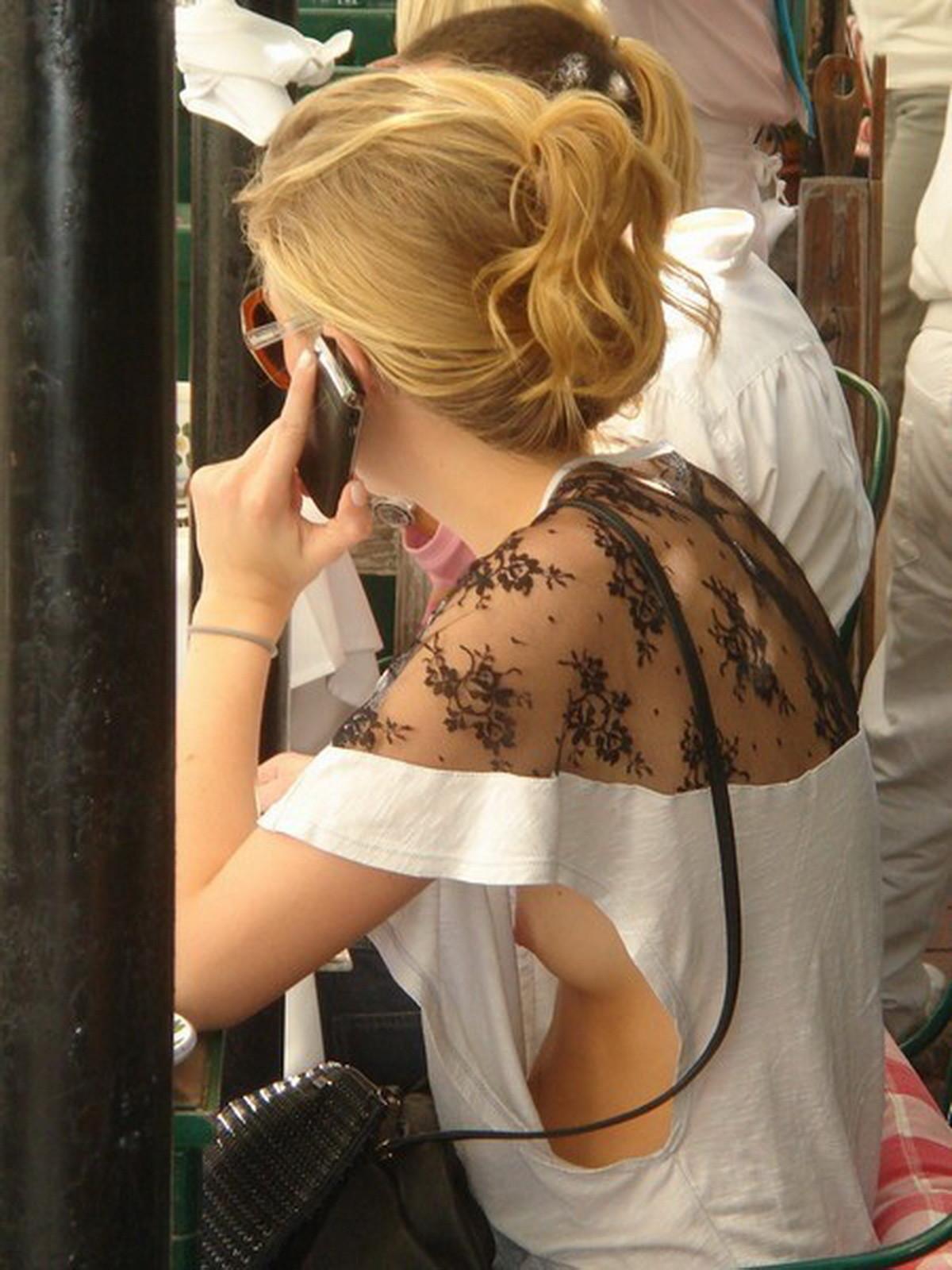 【胸チラエロ画像】服は着ただけなノーブラ外人たちはいちいち見え過ぎ(゚A゚;)