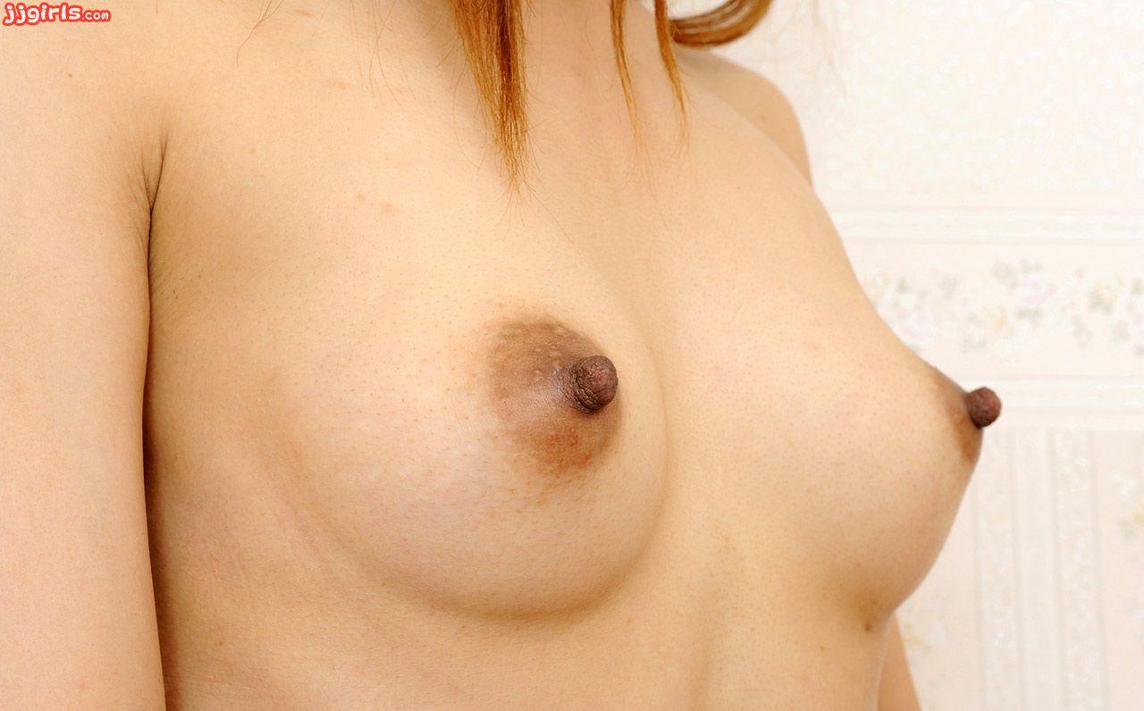 【乳頭エロ画像】気持ちイイとビンビンになっちゃう乳首の主張(;^ω^)