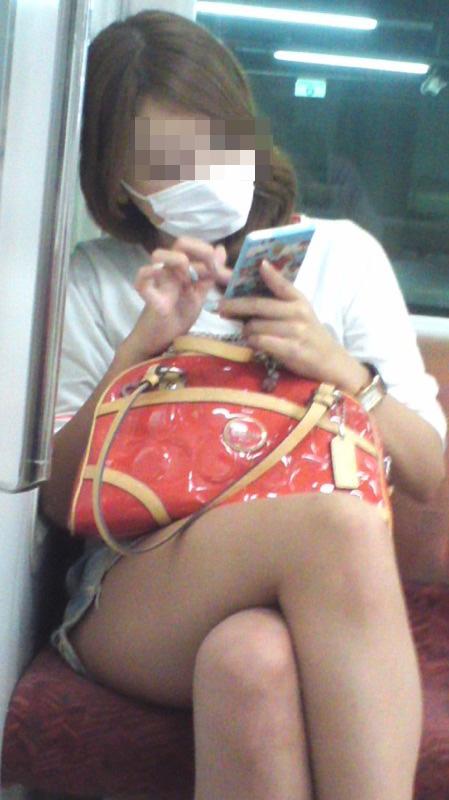【美脚エロ画像】脚フェチは電車で太もも見たいがためにノーマイカー通勤(;^ω^)
