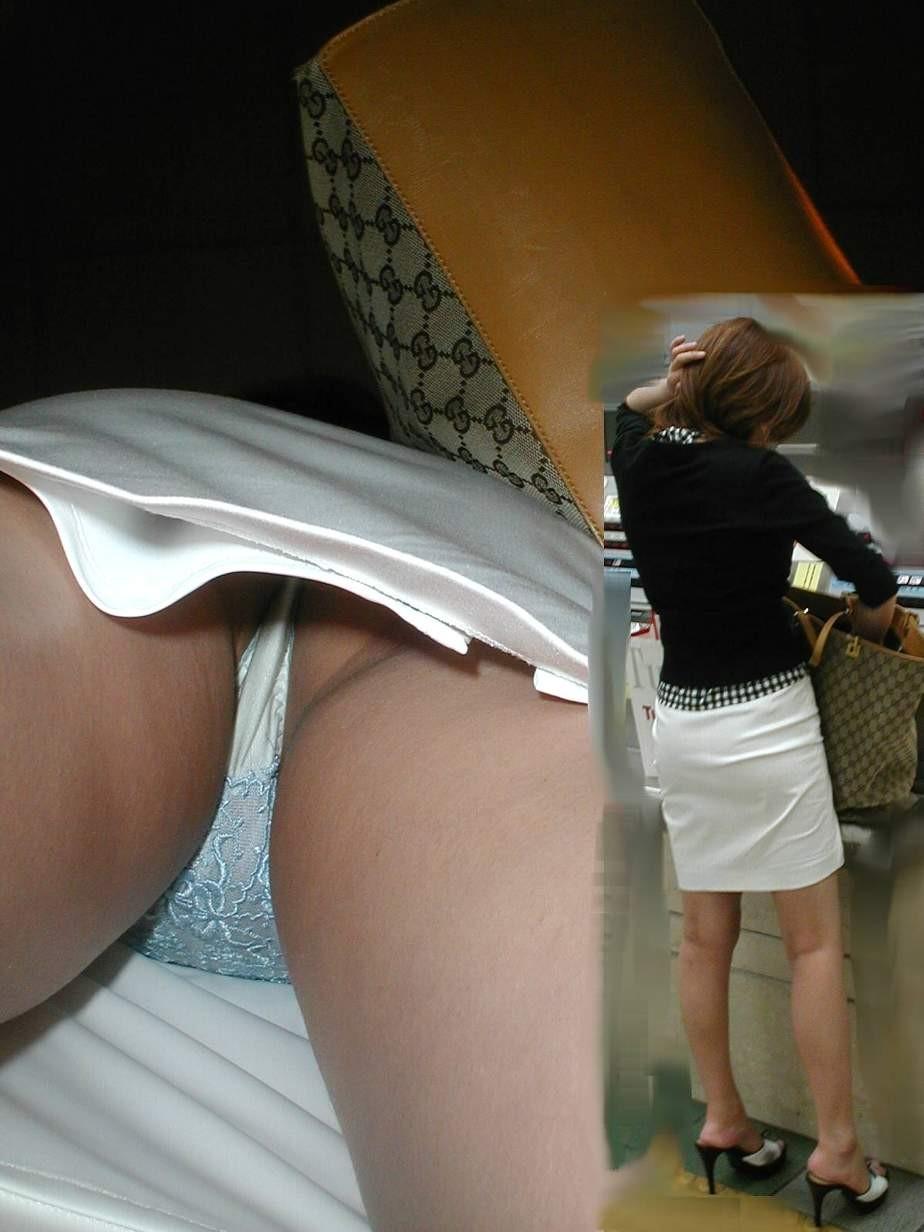 【パンチラエロ画像】確実に下着を見たい人のためな逆さ撮り!(;´Д`)