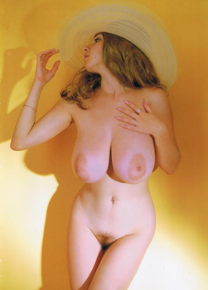 【巨乳エロ画像】デカさの桁が段違い!一度は味わいたい海外爆乳(;´Д`)