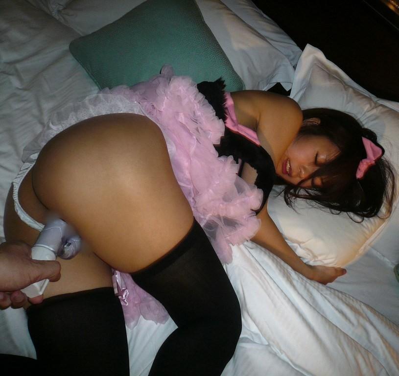 【玩具エロ画像】膣中をうねる淫らなバイブに翻弄される美女たち(;・∀・)