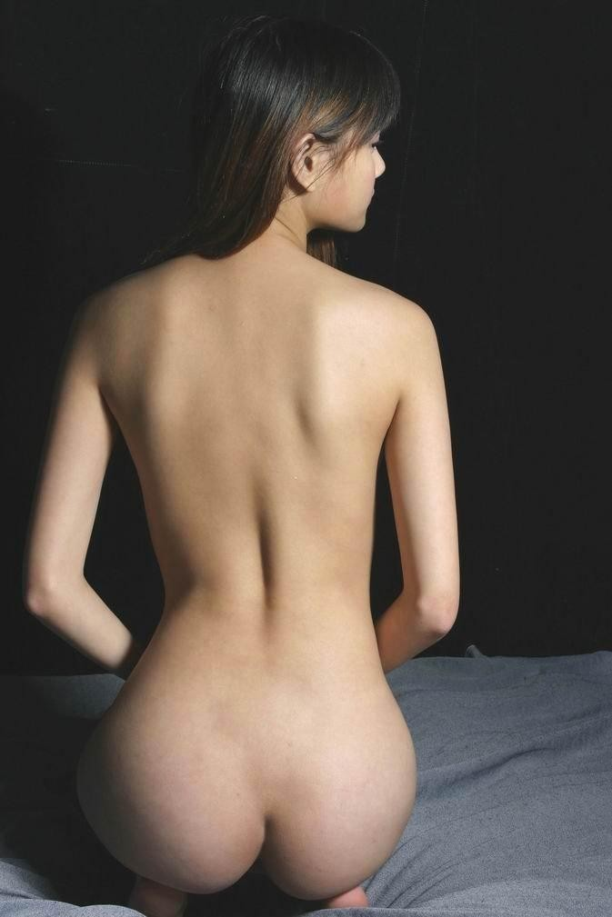 【美尻エロ画像】くびれとの差が凄くてたまらない座った生尻(;´∀`)