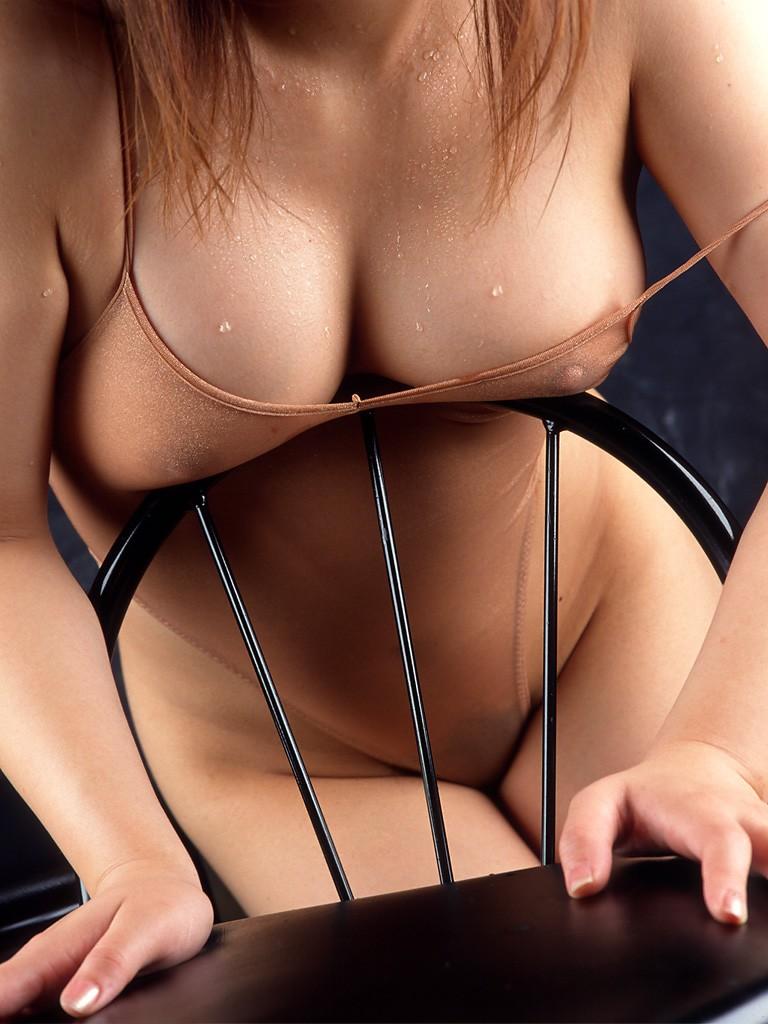 【谷間エロ画像】挟めそうだから頼んでみたい魅力的な巨乳の谷間!(;^ω^)