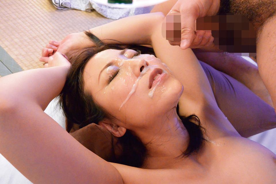 【顔射エロ画像】メイクを覆い尽くすほど出せたらイイな女子への顔射(;´Д`)