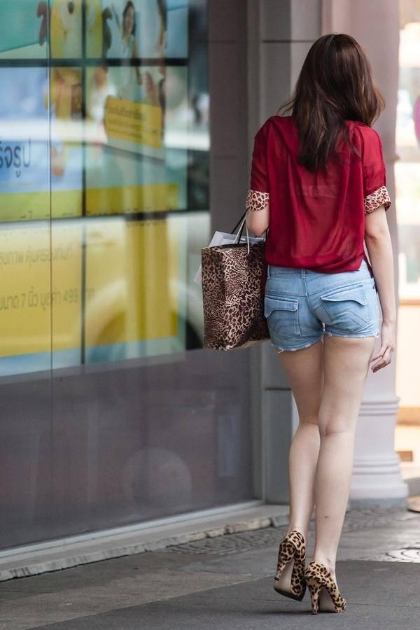 【美脚エロ画像】太いからこそ魅力がある街角ショーパン脚美人撮り(;´Д`)