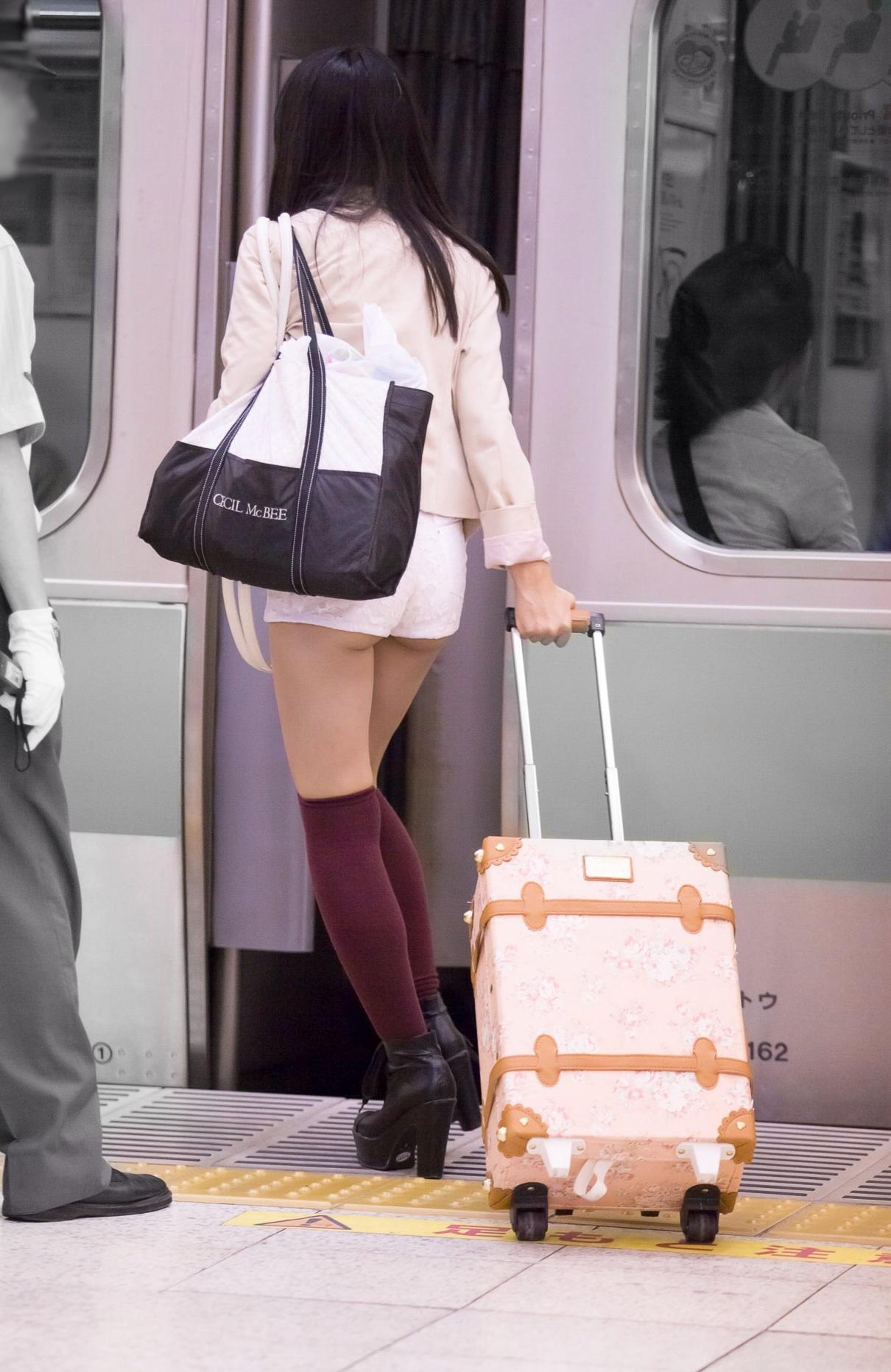 【着尻エロ画像】普段着なのにさりげなくハミ尻かました一般人!(;^ω^)