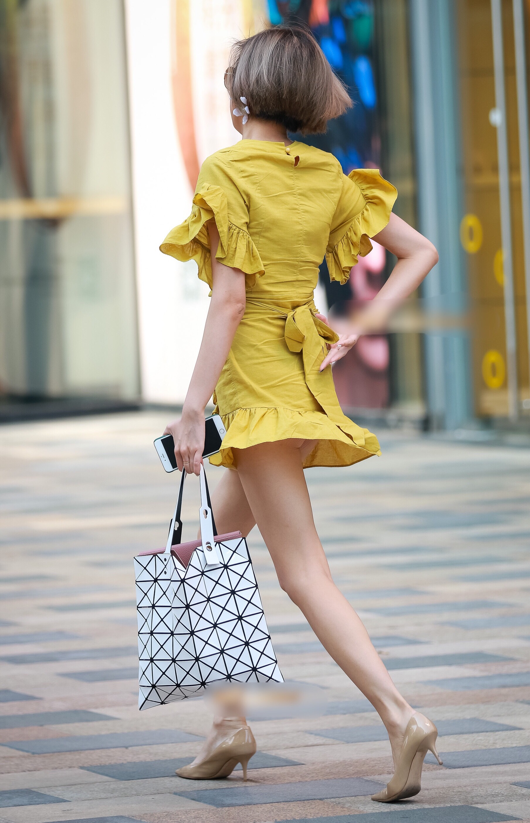 【美脚エロ画像】見えないかもなパンツより見えてるこっちw街撮りミニスカ美脚(;´Д`)