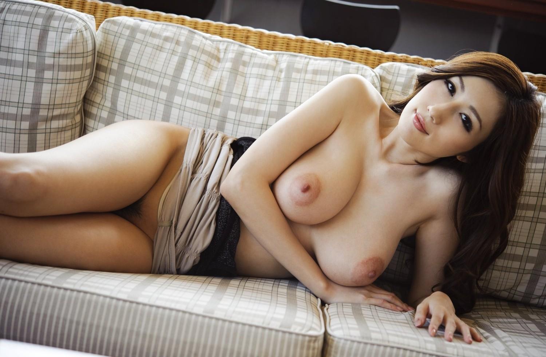 【陰毛エロ画像】股間のガードに最低限は…不要とも言われる女の股の毛(;^ω^)