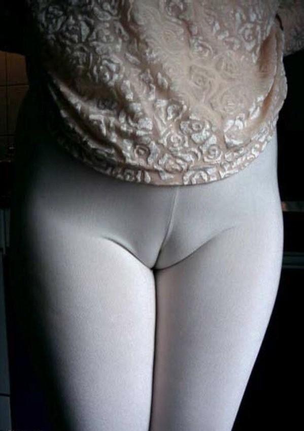 【マンスジエロ画像】もっと食い込めば形が浮かぶ!?存在感の強い股間の線(;・∀・)