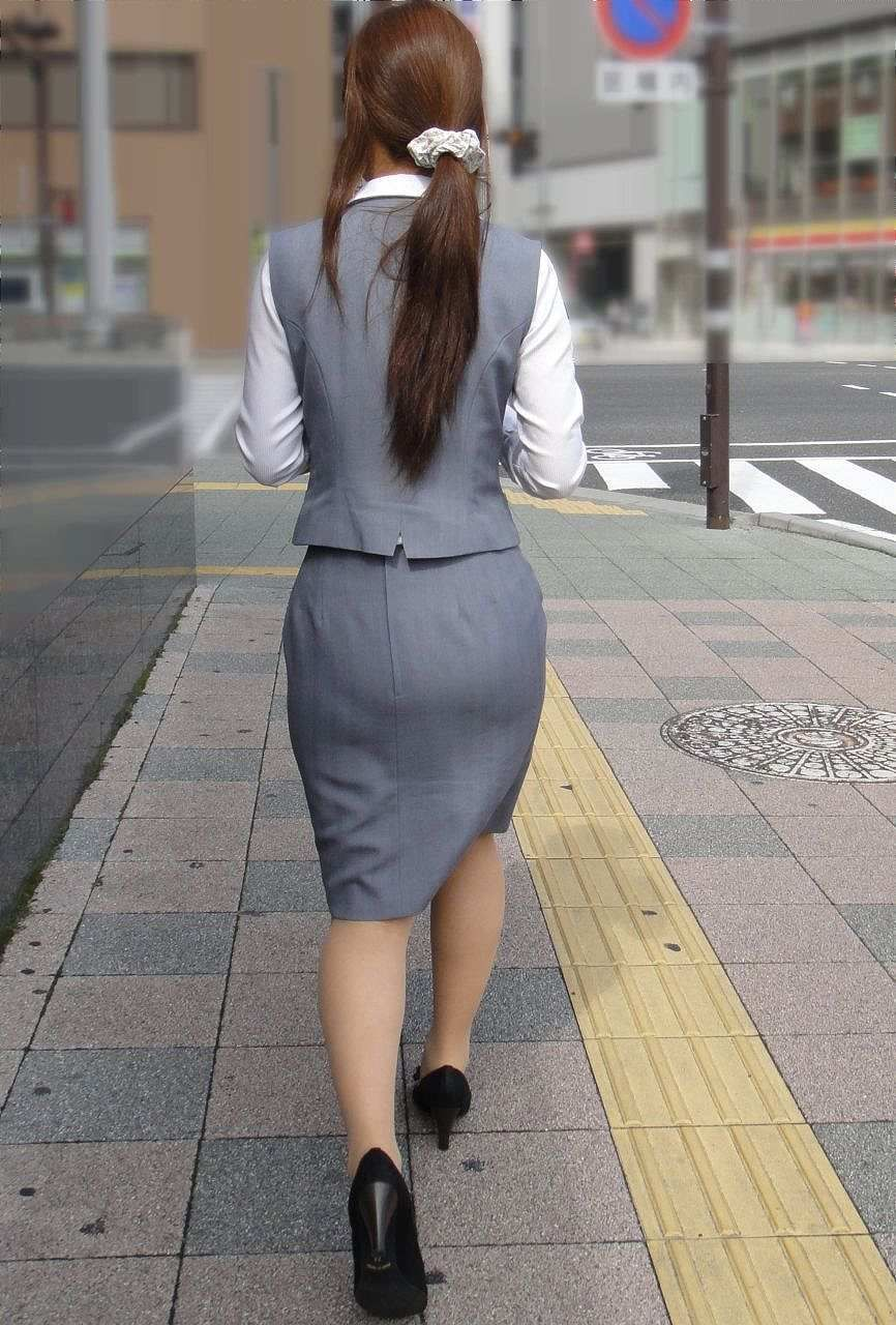 【着尻エロ画像】デカ尻ほど目立って仕方のないタイトスカート姿(;^ω^)