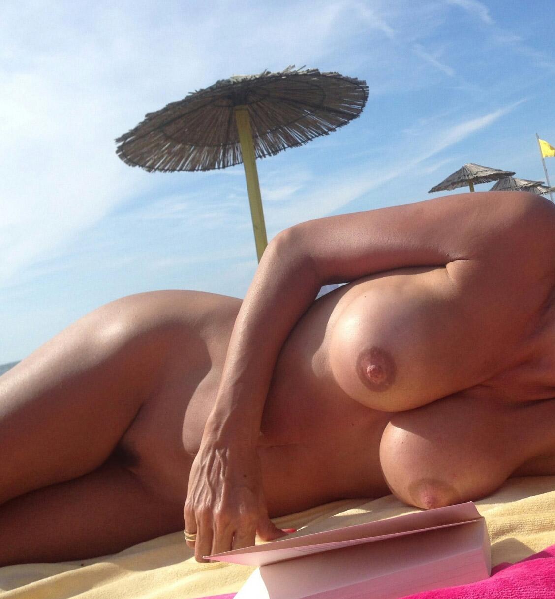 【海外エロ画像】楽園以外の何者でもないヌーディストビーチで裸体鑑賞(;´Д`)