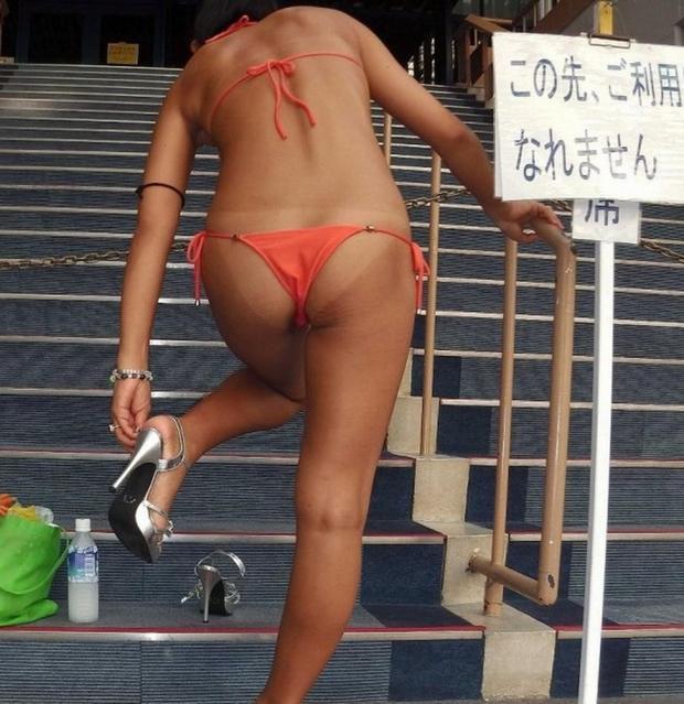 【水着エロ画像】何度も行っては日焼けを変えるビキニギャル達(;・∀・)