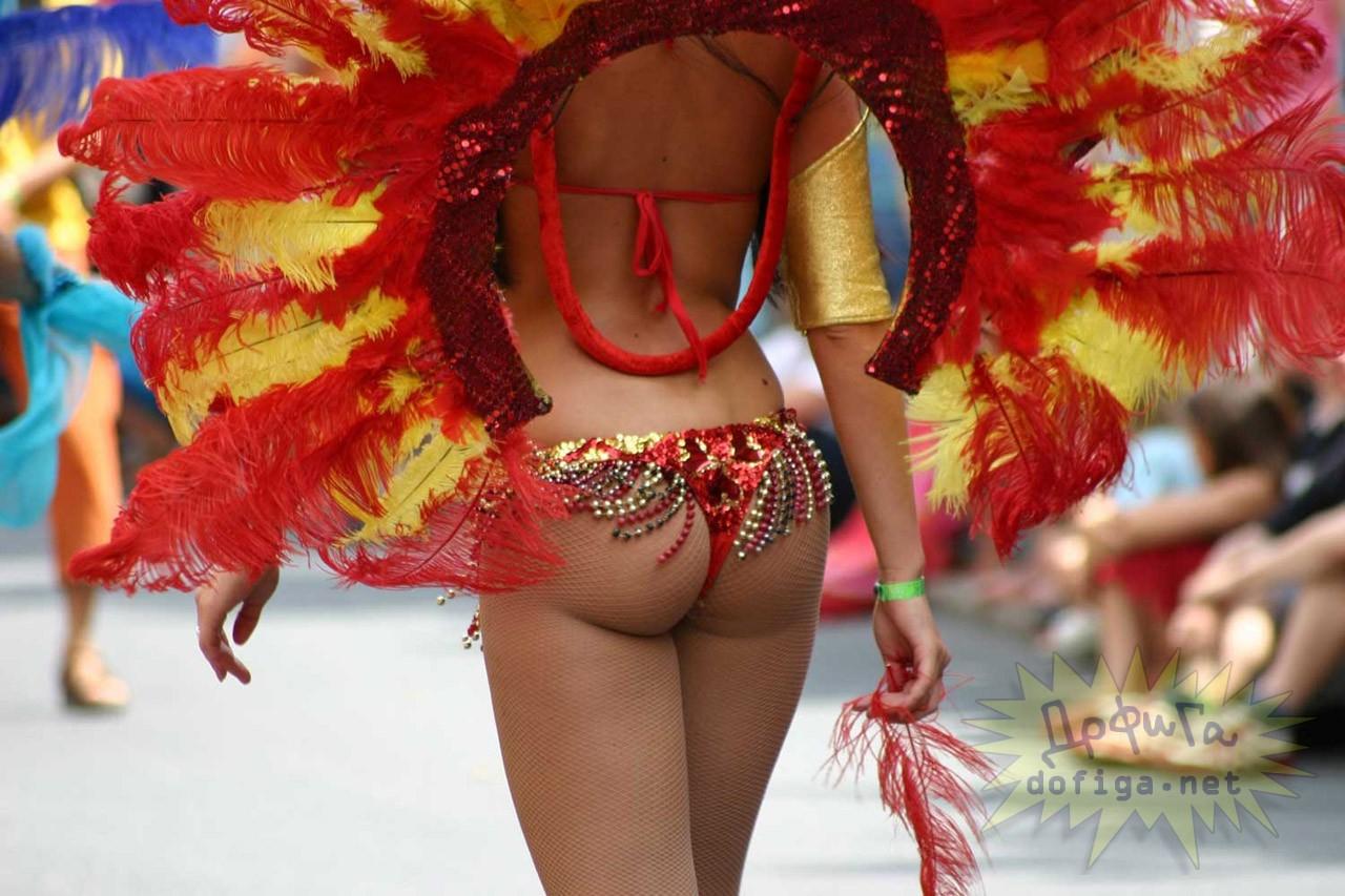 【海外エロ画像】性的アピールが止められない過激衣装のサンバガールたち(;´Д`)