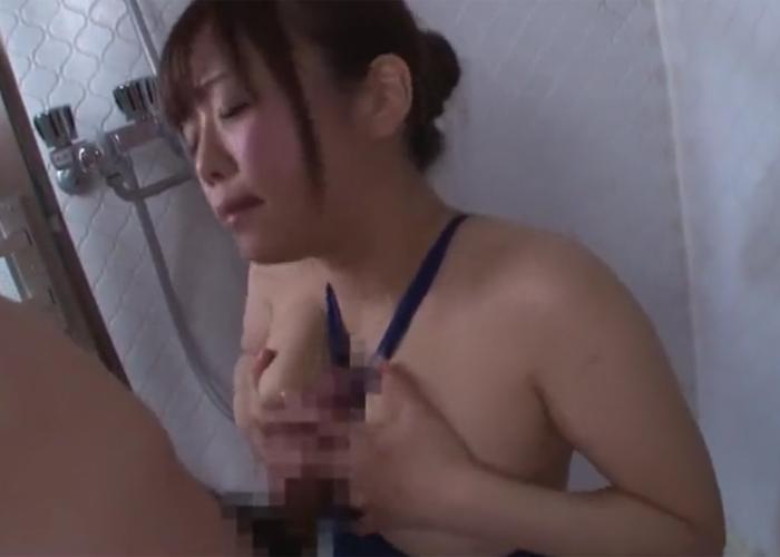 【エロ動画】ハミ乳っぷりがイヤらしい女の子の競泳水着パイズリ!(;゚∀゚)=3