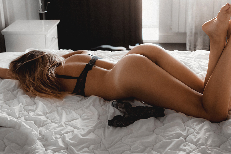 【美尻エロ画像】すやすや眠る女の子たちの美味しそうに見える寝尻!(;^ω^)