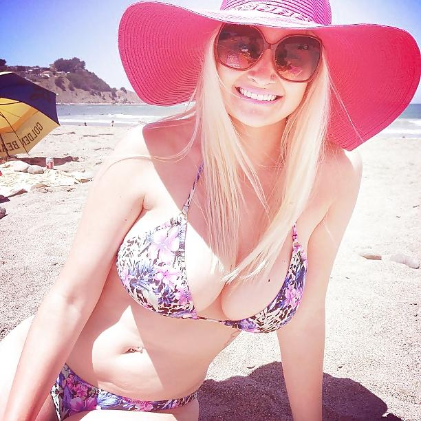 【水着エロ画像】デカ乳だらけで目が回りそう…海外ビーチのビキニ美女たち(゚A゚;)