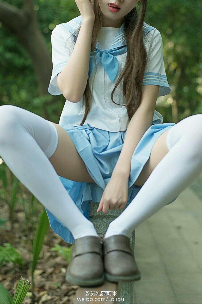 【太ももエロ画像】絶対にムチムチでなくては話にならない制服女子の太もも!(;´Д`)