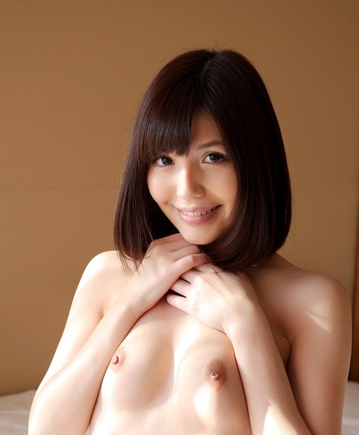 【乳頭エロ画像】頂きに可愛らしい蕾が…超敏感っぽい小さな乳輪(;´Д`)