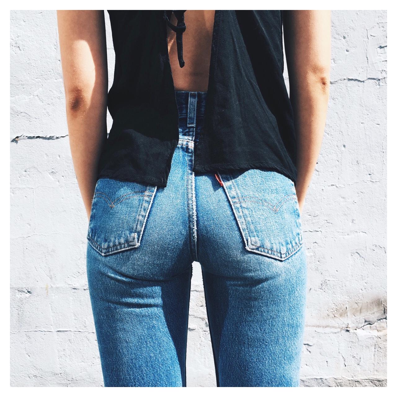【着尻エロ画像】ピチピチだね!内部の蒸れ具合にも期待のジーンズ尻(υ´Д`)