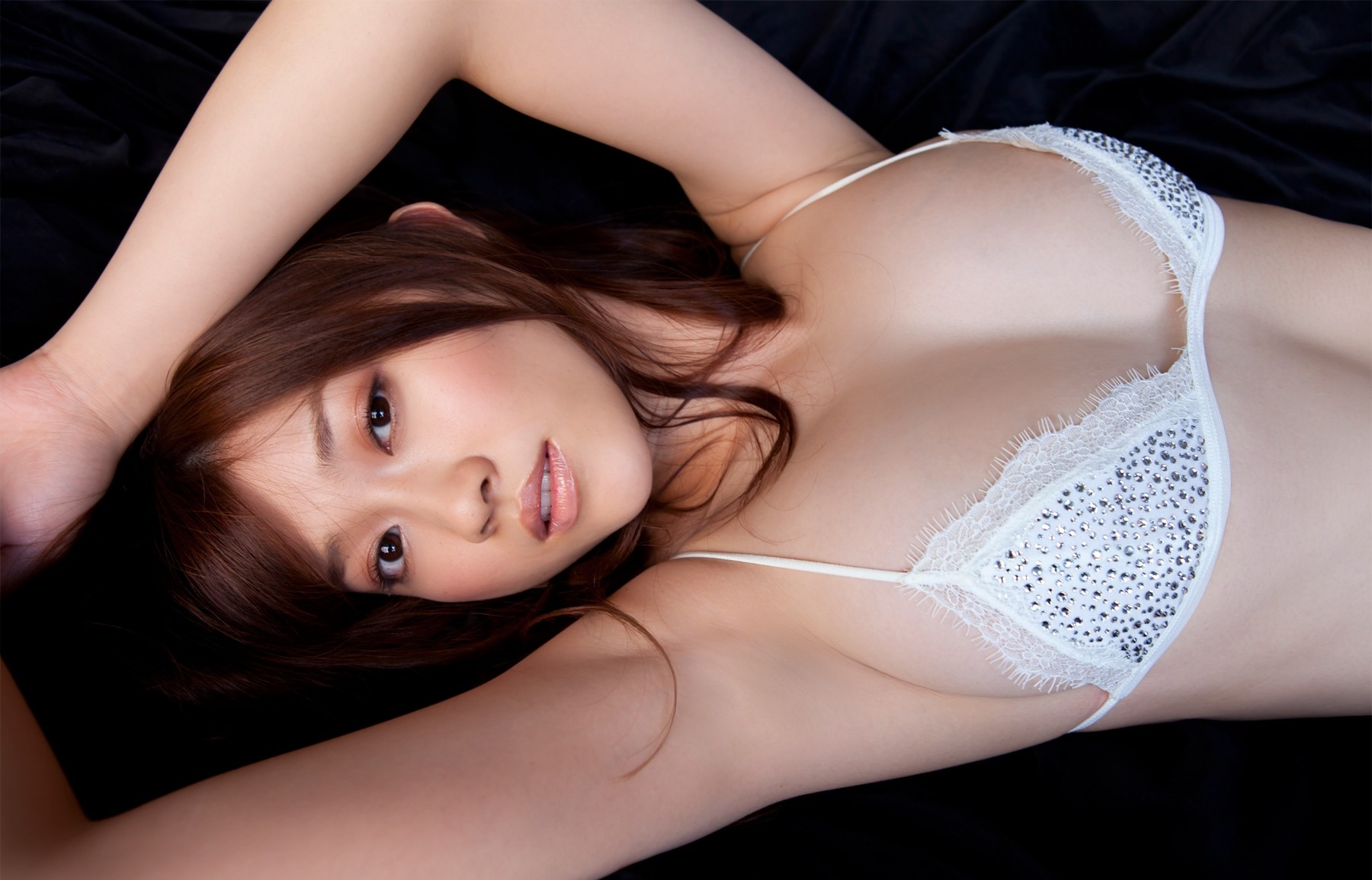 【腋フェチエロ画像】汗の味も加われば文句無しな女の生腋(;´∀`)