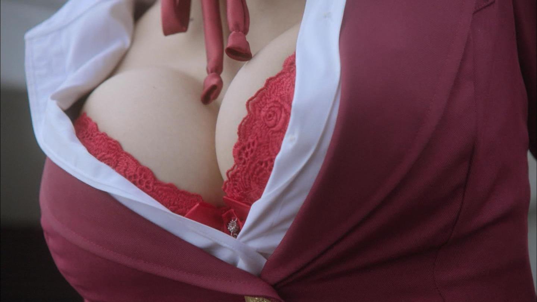 【着胸エロ画像】そこだけつつかせてくれたら…確実に挟めそうな谷間に接近!(;´Д`)