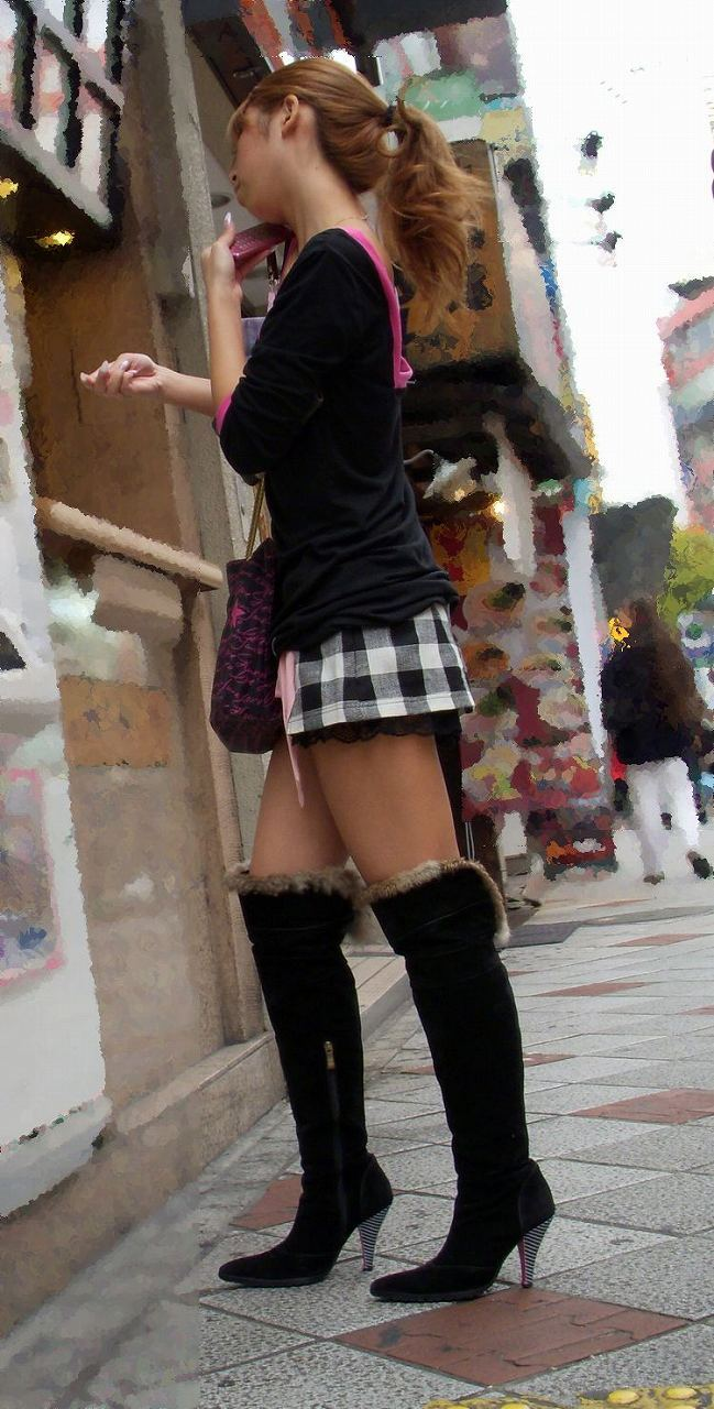 【美脚エロ画像】夏のうちに可能な限り沢山見たい街角美脚!(;^ω^)