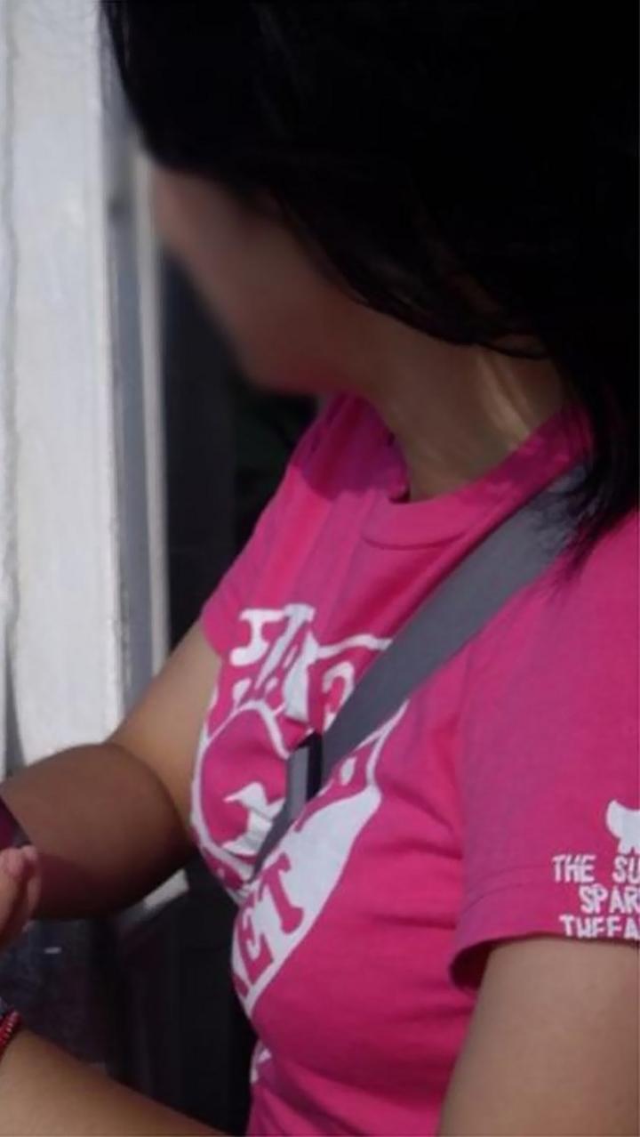 【着胸エロ画像】紐と胸は相性抜群だと解るパイスラっぷり!(;・∀・)