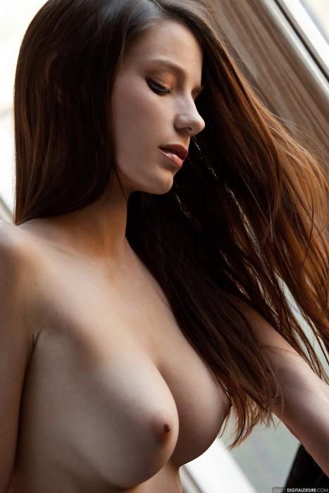 【美乳エロ画像】先っちょまで自身に満ちたかのような前向きおっぱい(;´∀`)