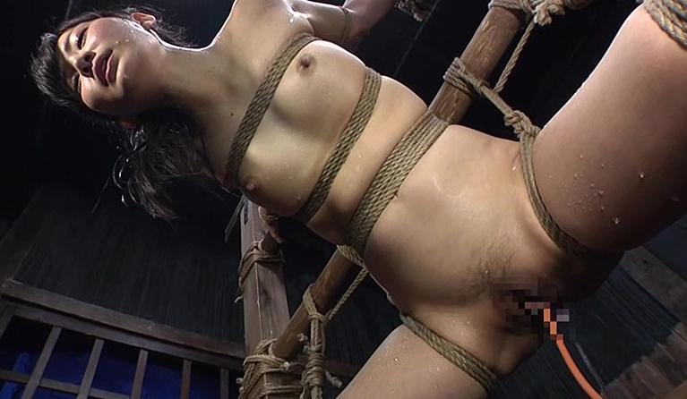 【浣腸エロ画像】この後のどえらい噴射まで見逃せない大量浣腸責め(;゚Д゚)