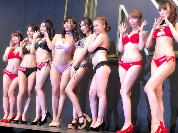 台北の国際成人展に日本のトップAV女優が集結