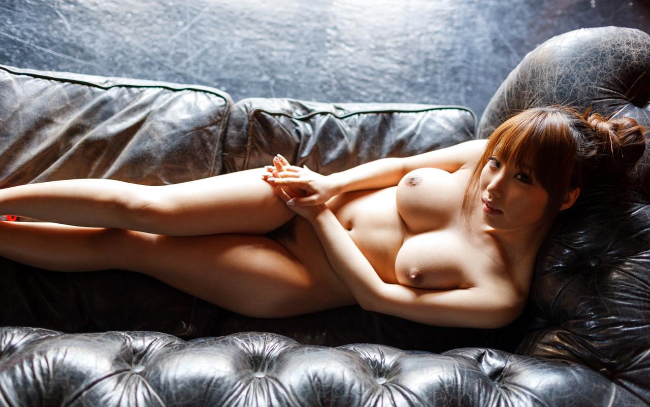 【あやみ旬果エロ画像】こう見えてオタ趣味にも明るいセクシー美乳・あやみ旬果!(;´∀`)