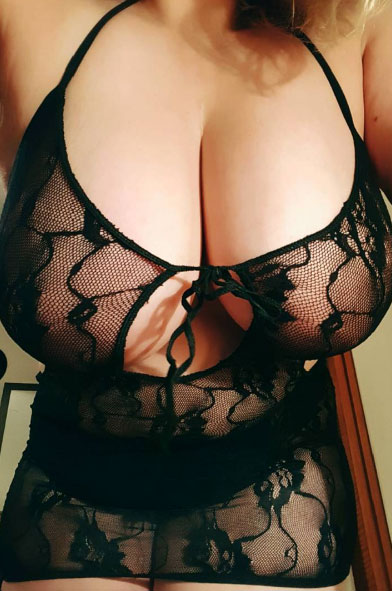 【自撮りエロ画像】今夜も女神達に感謝して…最高の自撮り生乳と過ごす!(;´∀`)