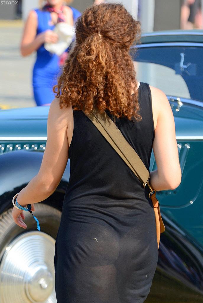 【下着透けエロ画像】貴女はもう見られている…パンツが浮き透けた着尻!(;´Д`)