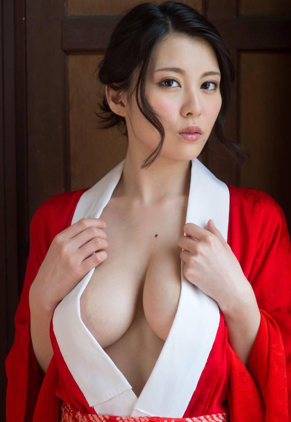 【松岡ちなエロ画像】小柄でスレンダー美巨乳!松岡ちなの超美麗Hカップ(;´Д`)