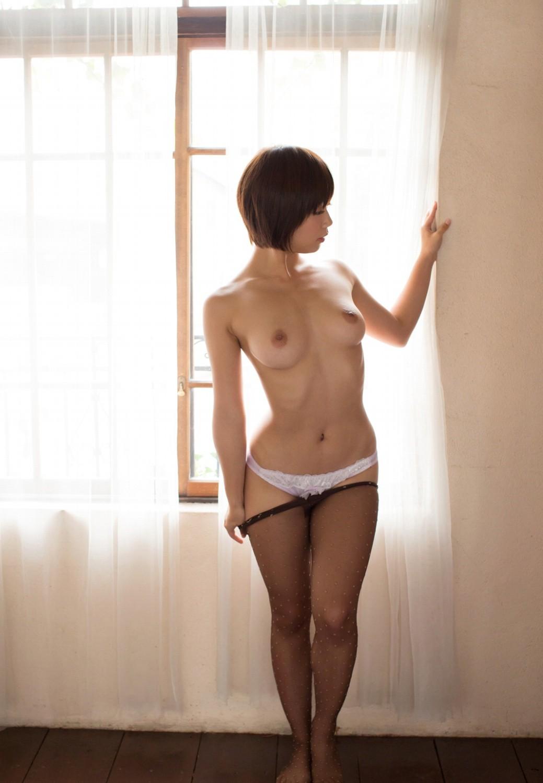 【紗倉まなエロ画像】美乳スレンダーのマルチ美少女・紗倉まなの裸身!(;´∀`)