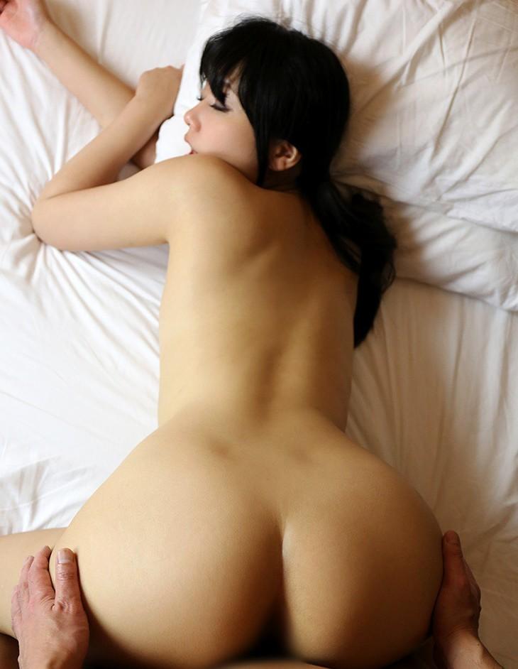 【性交エロ画像】一番ピストンに力入れちゃう後背位という最高の体位(;´Д`)