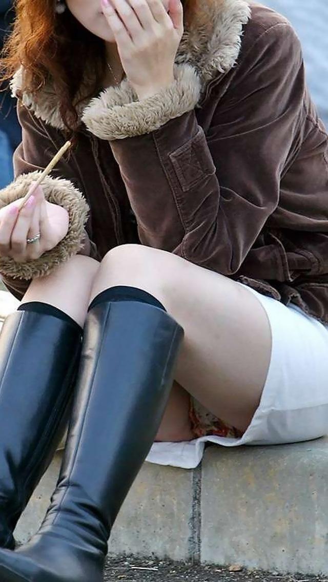 【パンチラエロ画像】相手が立つまで見放題!永続でもいい座りチラ(゚A゚;)