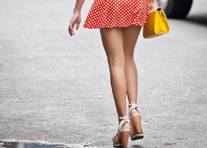 日本以外にも存在するミニスカ美脚のエロ画像