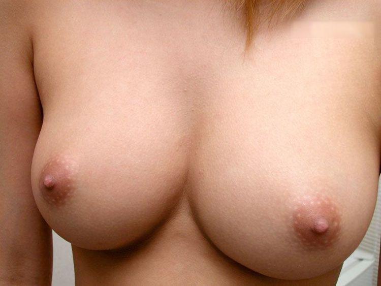【自撮りエロ画像】たわわな乳を自慢げに見せつける見知らぬ女神たち!(;゚Д゚)