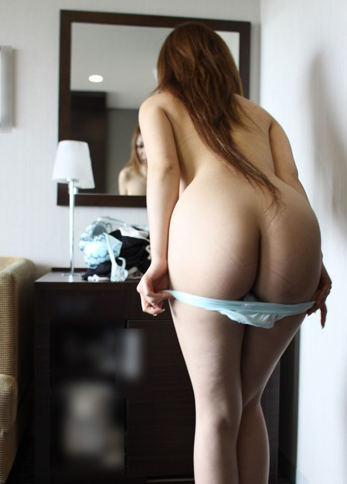 【脱衣エロ画像】どのタイミングで生唾飲み込む?パンツを脱いだ瞬間(゚A゚;)