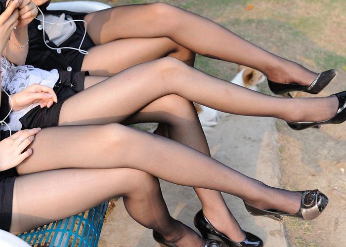 美脚と相性ピッタリなパンスト姿のエロ画像