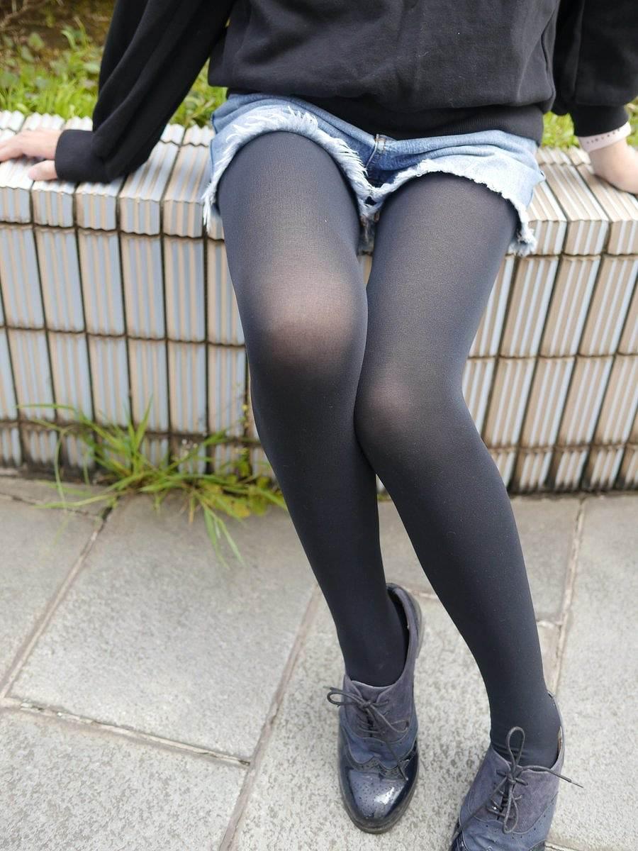 【パンストエロ画像】生肌でなくとも…パンストが演出する魅惑の脚線美!(;^ω^)
